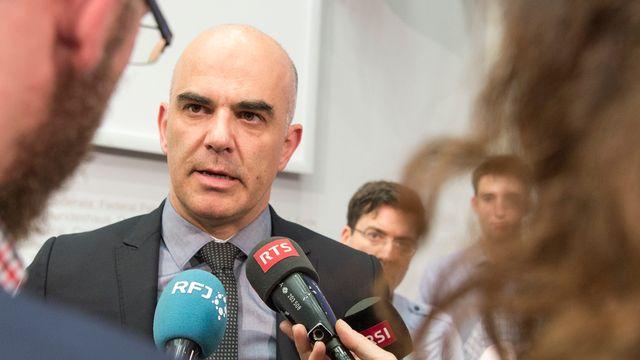 Le conseiller fédéral Alain Berset en charge de la Santé publique. [Lukas Lehmann - Keystone]