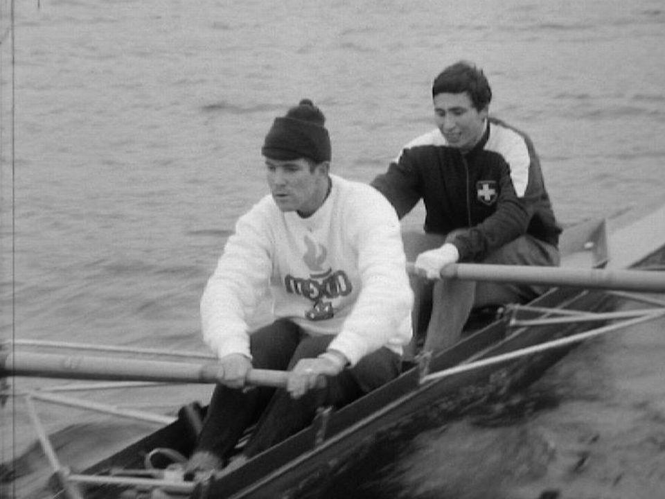Les athlètes suisses Pierre-André Wessner (devant) et Denis Oswald (derrière) en 1968. [RTS]