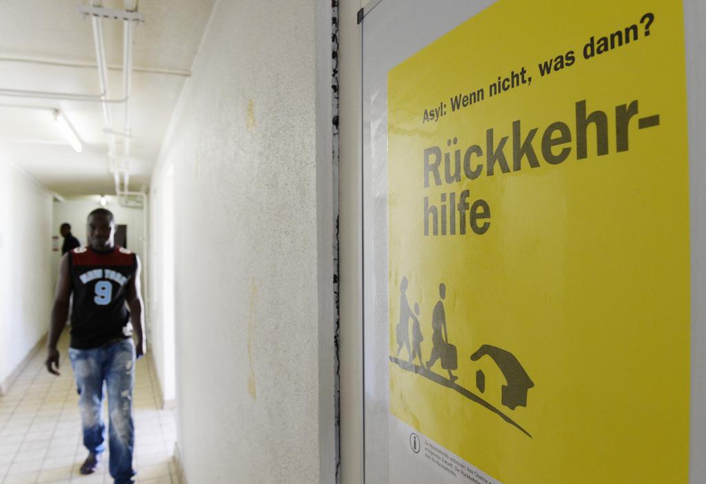 les requ rants au b n fice de l 39 aide d 39 urgence sont moins nombreux suisse. Black Bedroom Furniture Sets. Home Design Ideas