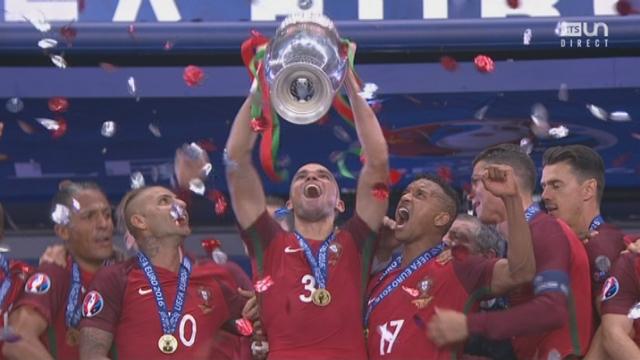 Finale, POR-FRA (1-0): Les championts d'Europe fêtent leur victoire [RTS]