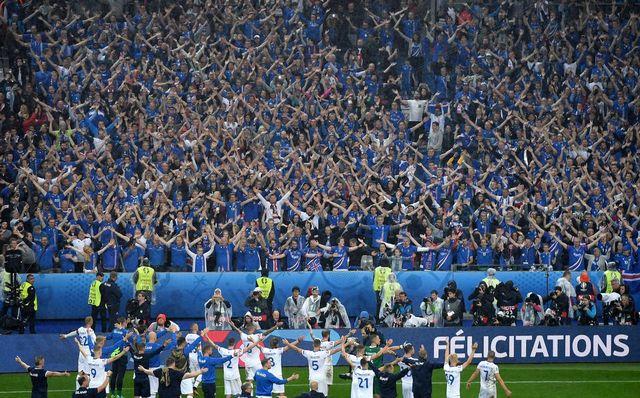 La communion entre l'équipe d'Islande et ses supporters restera comme un des moments forts de cet Euro. [Georgi Licovski - Keystone]