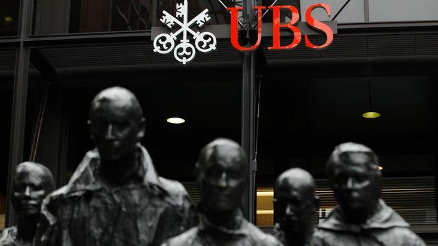 L'entrée du siège d'UBS dans la city londonienne. [Luke MacGregor - Reuters]