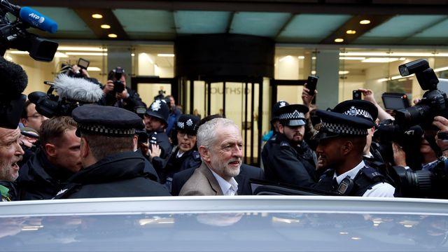 Jeremy Corbyn quitte la réunion du comité exécutif du Parti travailliste, dans le centre de Londres. [Paul Hackett - Reuters]