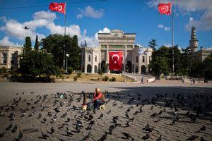 Les suspensions concernent aussi les doyens d'université, ici celle d'Istanbul.