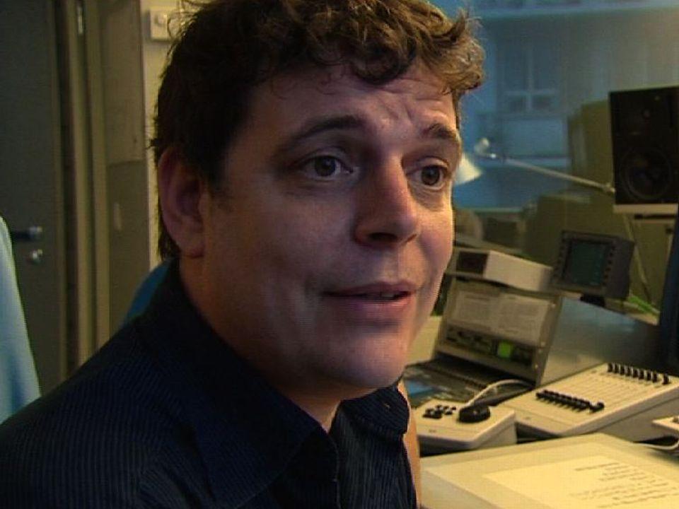 Le cinéaste Jacob Berger réalise un sujet pour Le journal, 2008. [RTS]