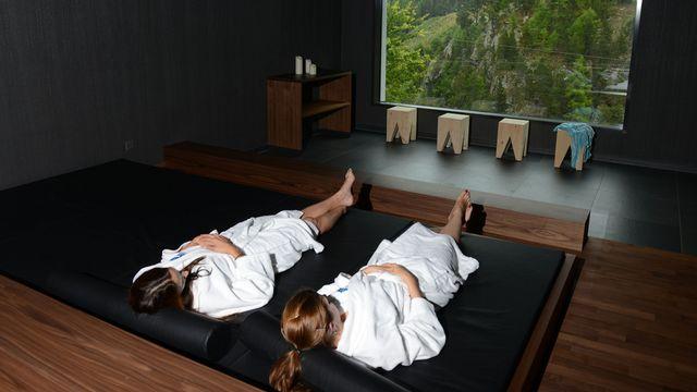 Les Spa ne sont pas réservés aux hôtels de luxe. Ici, le centre de bien-être d'une auberge de jeunesse à Saas-Fee (VS) [Maxime Schmid - Keystone]