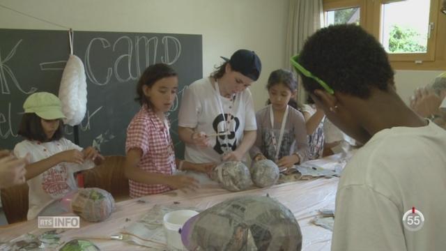 VS: un camp de la Croix-Rouge accueille une cinquantaine de réfugiés [RTS]