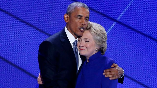 Barack Obama et Hillary Clinton très unis à Philadelphie. [EPA/Shawn Thew - Keystone]
