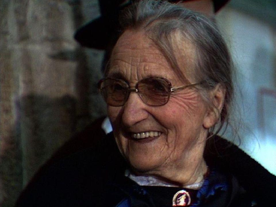 Bertha Debons, sage-femme à Savièse. [RTS]
