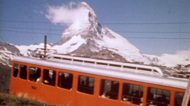 Le tourisme de masse en Suisse en 1971. [RTS]