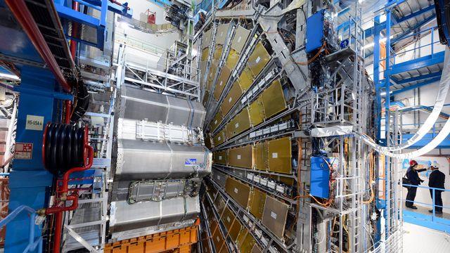 L'Organisation européenne pour la recherche nucléaire gère le grand collisionneur de hadrons LHC, un anneau de 27 kilomètres sous la frontière franco-suisse. [Laurent Gillieron - Keystone]