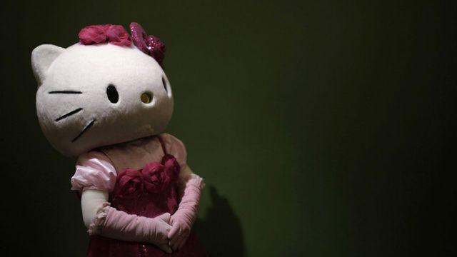Un model déguisé en Hello Kitty, ce personnage né au Japon et dénué de bouche. Eugene Hoshiko  Keystone [Eugene Hoshiko  - Keystone]