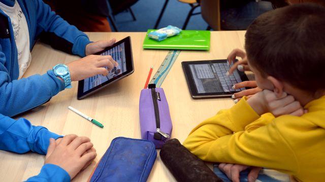 Deux tiers des 3000 enseignants genevois interrogés sont favorables à l'installation de tablette numérique sur les bancs de l'école. [Damien Meyer - AFP]