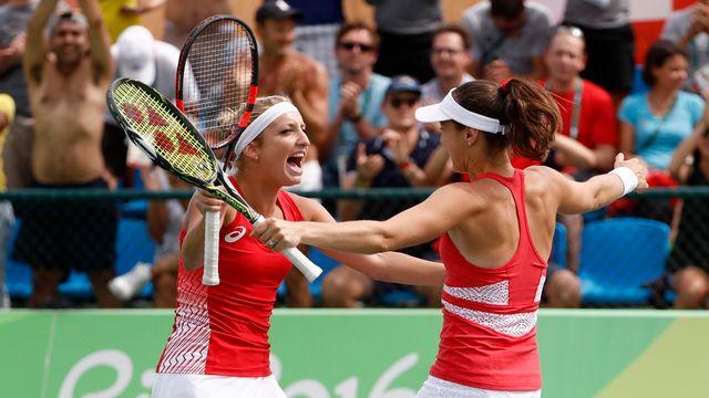 Qualifiée pour les demi-finales, la paire suisse a une médaille en ligne de mire. [Peter Klaunzer - Keystone]
