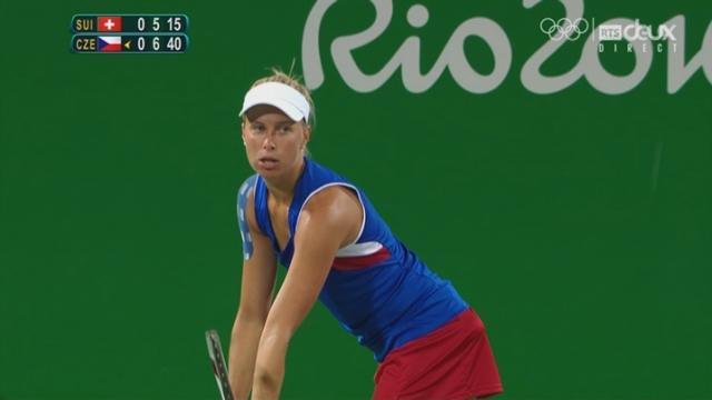 Tennis. Double dames. ½-finale: Bacsinszky-Hingis (SUI) – Hlavackova-Hradecka (TCH) (5-7). Les Tchèques remportent la 1re manche [RTS]