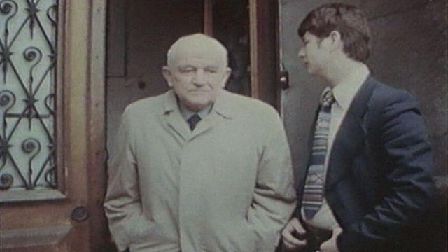 Le colonel brigadier Jeanmaire à sa sortie du tribunal militaire en 1977. [RTS]