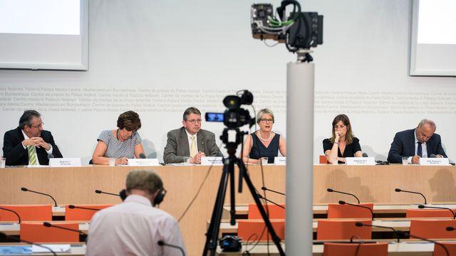 Les représentants de la coalition pour la nouvelle loi sur le renseignement, mardi à Berne. [Peter Schneider - KEYSTONE]