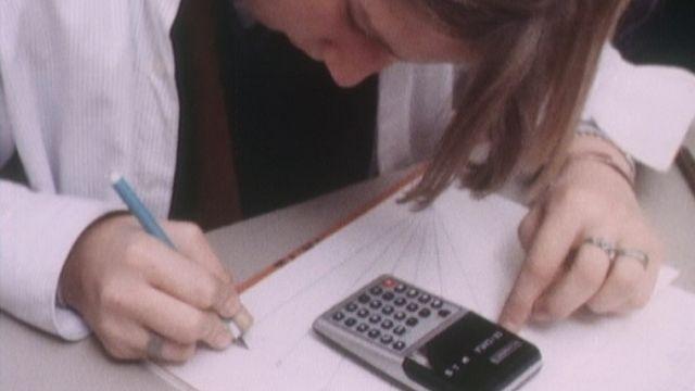 La calculatrice entre à l'école [RTS]