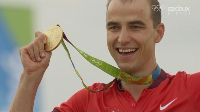 VTT messieurs. La remise des médailles à Carlos Coloma Nicolas (ESP-bronze), Jaroslav Kulhavy (TCH-argent) et Nino Schurter (SUI) médaillé d'or! [RTS]