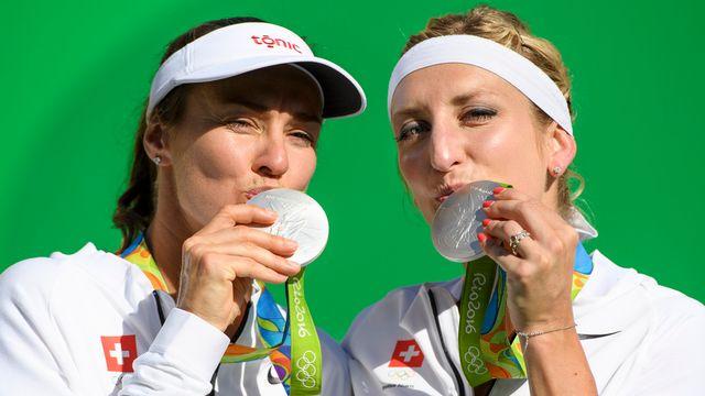 La médaille d'argent du duo Hingis-Bacsinszky n'était pas forcément attendue. [Laurent Gillieron - Keystone]
