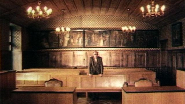 Salle de tribunal où furent jugés en 1943 les auteurs du crime de Payerne. [RTS]