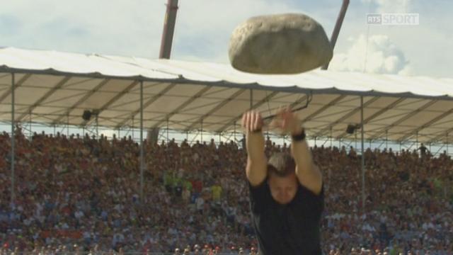 Finale, lancée de la pierre d'Unspunnen: Philipp Benz lance à 3.38 mètres [RTS]
