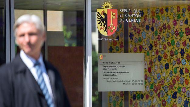 A gen ve une sans papiers tabass e est expuls e apr s - Office cantonale de la population geneve ...