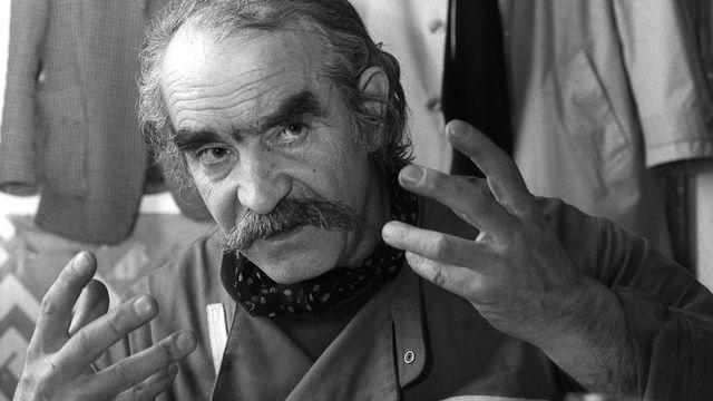 L'artiste Jean Tinguely dans son studio de Genève le 24 mai 1983. [Keystone]