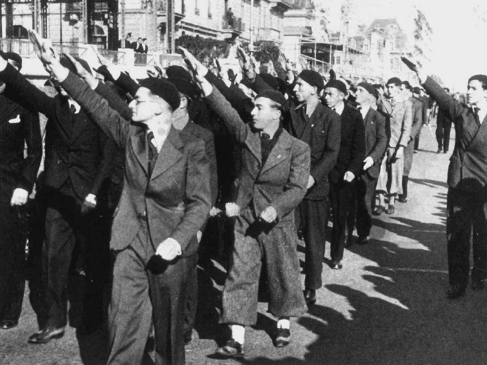 Défilé du service d'ordre de l'Union nationale sur les quais de Genève, années 30. [RTS]