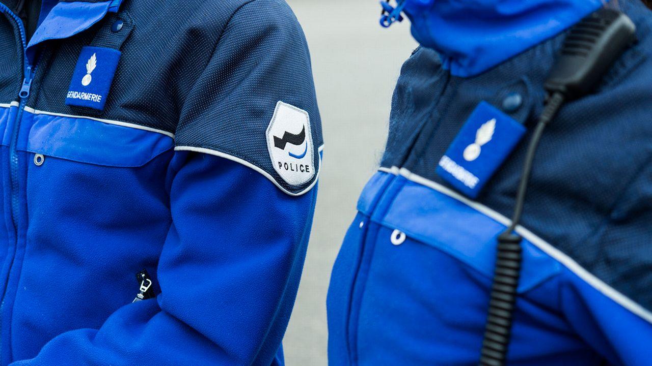 Des agents de la police cantonale fribourgeoise. [Lukas Lehmann - Keystone]