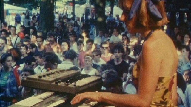 En 1984, le Festival de la Bâtie quitte sa colline et s'installe au parc des Bastions. [RTS]