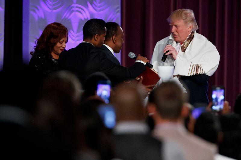 Donald Trump tente de tendre la main à la communauté noire.