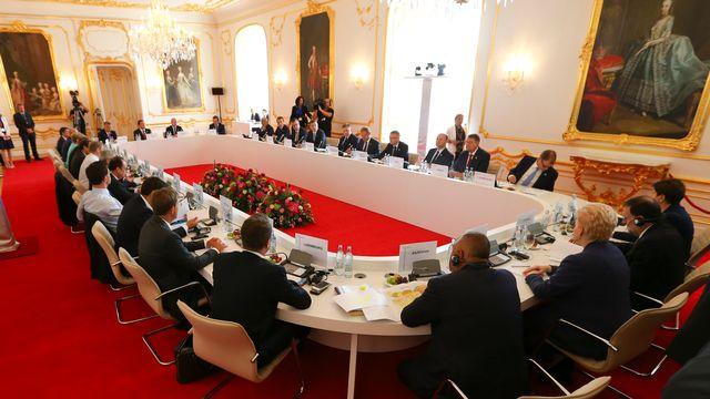 Pour leur premier sommet post-Brexit, les 27 se sont réunis dans un château perché sur une colline surplombant le Danube. [Yves Herman - Reuters]