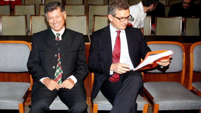 Le publicitaire de l'UDC Alexander Segert, à droite, et l'élu FPÖ autrichien Gerhard Kurzmann. [Keystone]