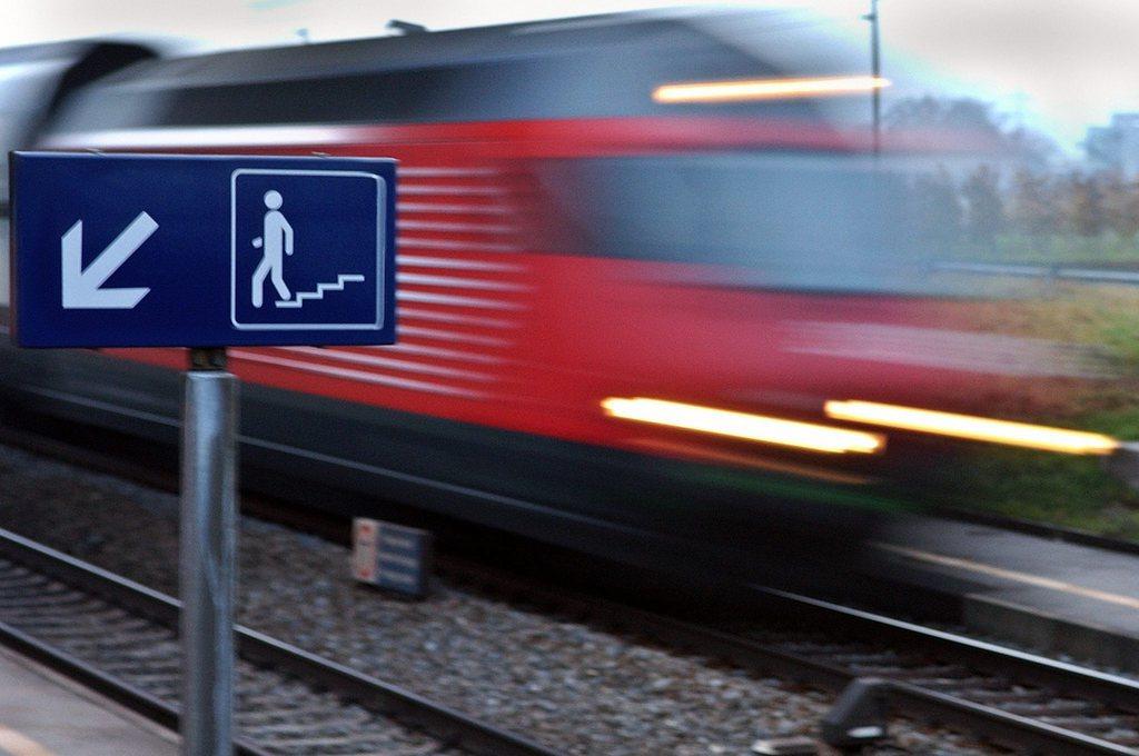 monsieur prix imagine un ag du soir pour remplir trains et bus apr s 19h suisse. Black Bedroom Furniture Sets. Home Design Ideas