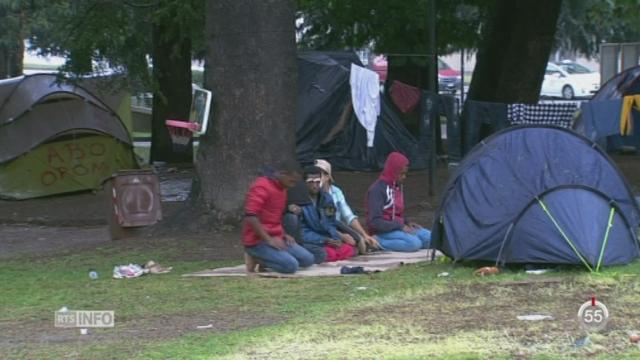 Italie: des migrants à Côme refusent de rejoindre le centre bâti pour eux [RTS]