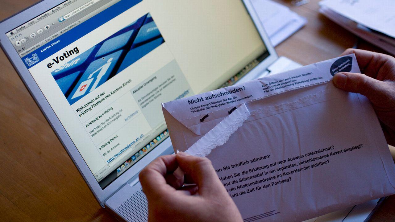 Seuls quatre cantons pourront voter via internet cet automne. [Alessandro Della Bella - Keystone]