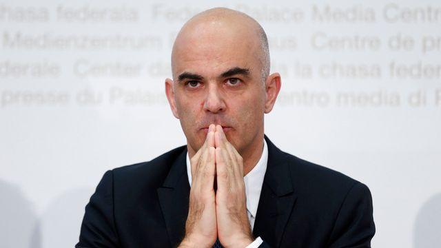 C'est le ministre de la Santé Alain Berset qui est venu annoncer la hausse des primes pour l'an prochain. [Peter Klaunzer - Keystone]
