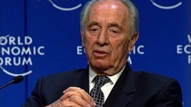 L'intervention de Shimon Peres à la session spéciale du Forum économique de Davos pour la prévention des conflits en 2000. [RTS]