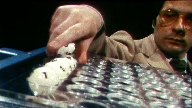 Tirage de la loterie à numéros en 1983. [RTS]