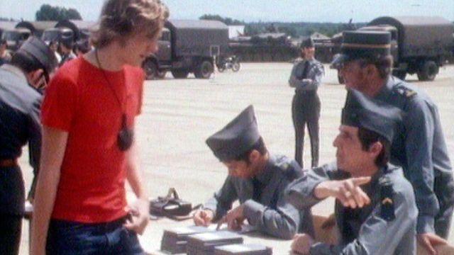 L'entrée des recrues au service militaire en 1974. [RTS]