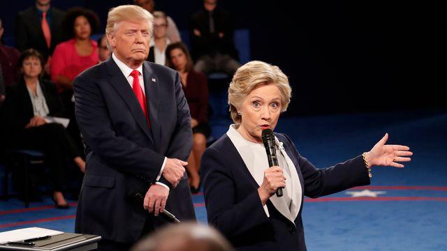 Donald Trump et Hillary Clinton lors du deuxième débat présidentiel à Saint-Louis. [Rick T. Wilking - Keystone]