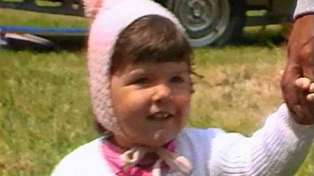 Enfant dans un campement tsigane en Suisse en 1986. [RTS]