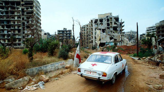 Beyrouth-Ouest. Ville après les bombardements, 1984. [Thierry Gassmann - CICR]