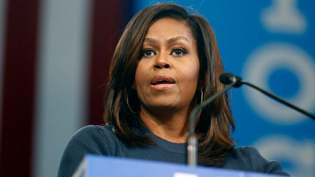 Michelle Obama a livré un discours passionné, condamnant notamment les propos sexistes de Donald Trump. [Jim Cole - AP/Keystone]