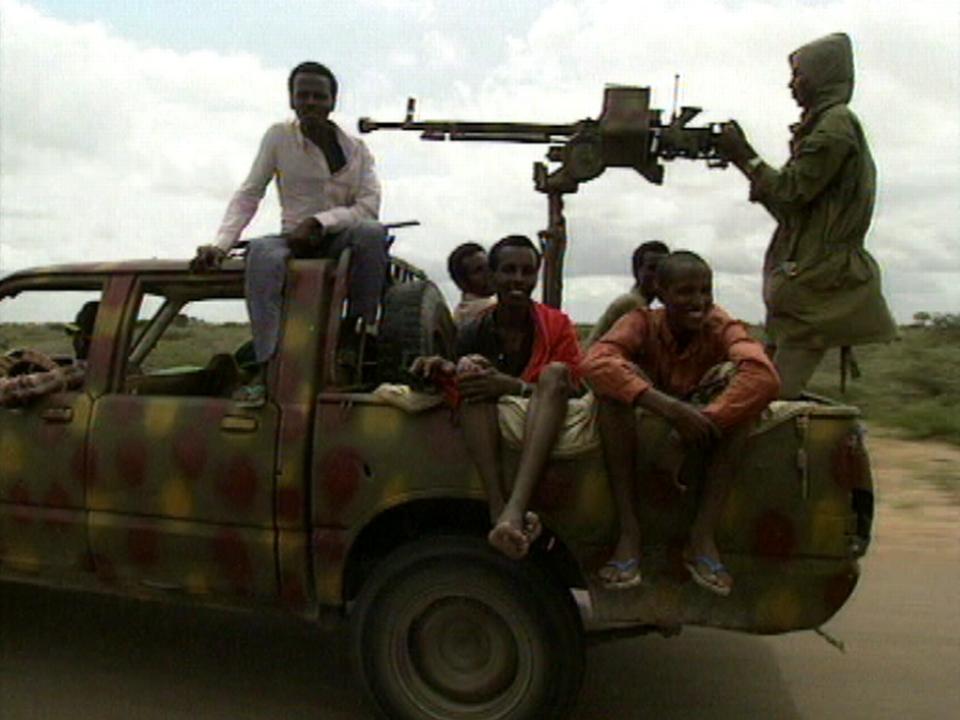 Escorte armée d'un convoi du CICR en Somalie, 1992. [RTS]