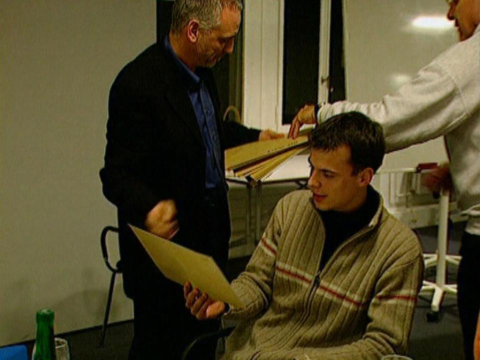 Marton Galanthay, 25 ans, reçoit sa première affectation de mission au CICR. [RTS]