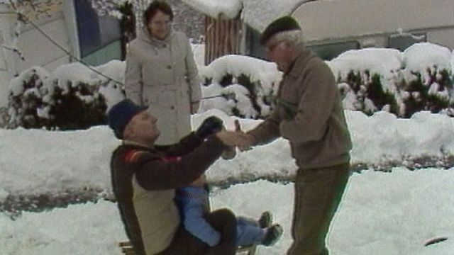 Camping en hiver au-dessus de Sion en 1984. [RTS]
