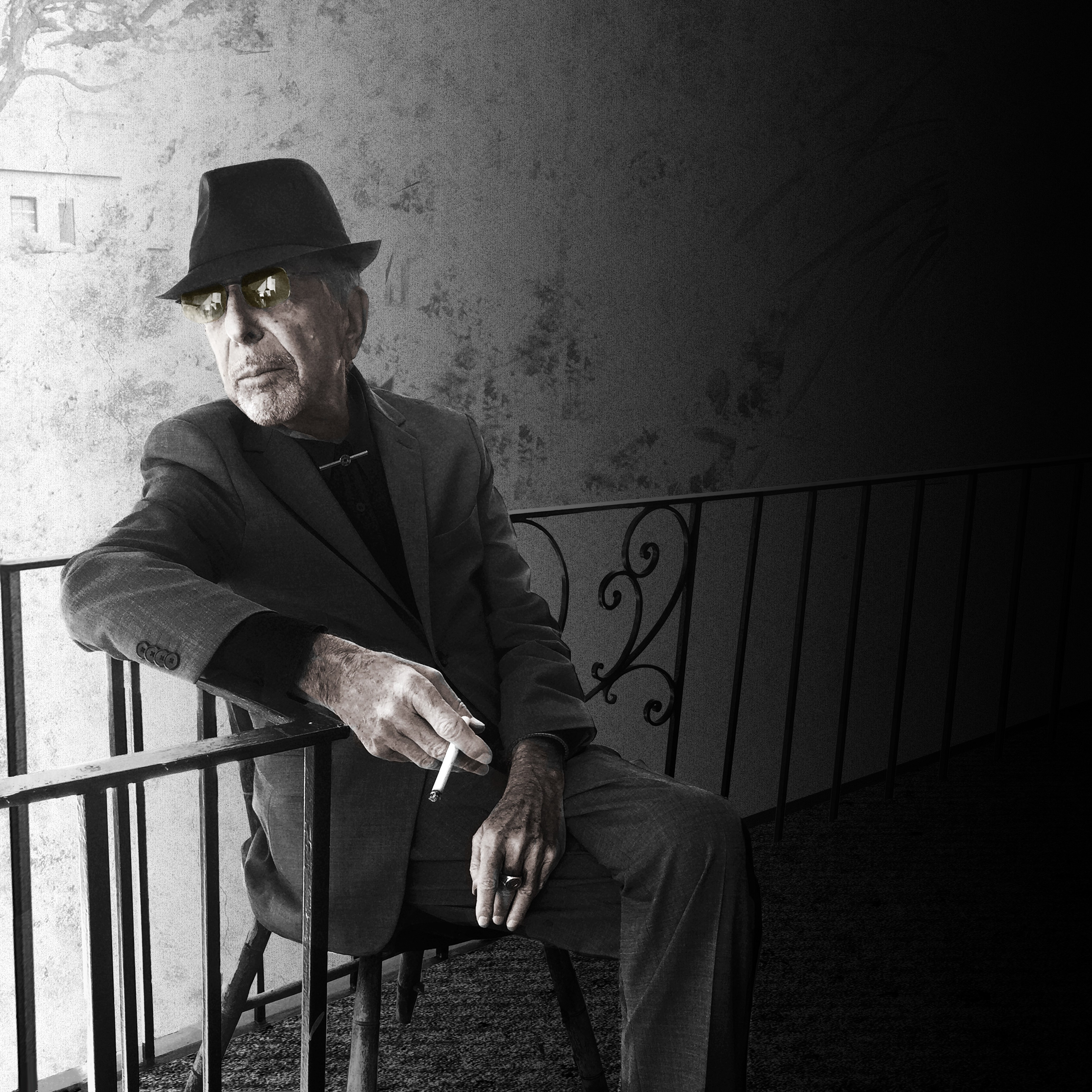 "A 82 ans, le chanteur canadien Leonard Cohen publie son quatorzième album studio, ""You Want it Darker""."
