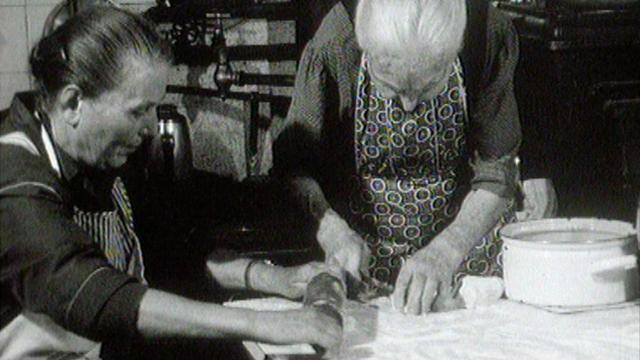Les merveilles de Mme Laedermann (à gauche). [RTS]
